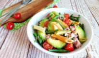 Piatto con penne e verdura