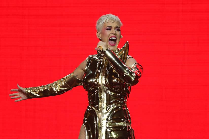Una performance di Katy Perry durante Witness: The Tour