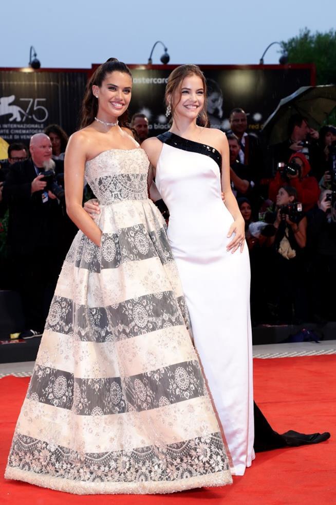 Sara Sampaio e Barbara Palvin sul red carpet di A Star is Born