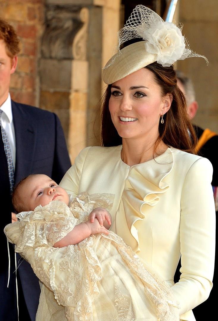 Kate Middleton e il Principino George durante il battesimo