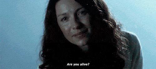 Claire chiede a Jamie se è vivo
