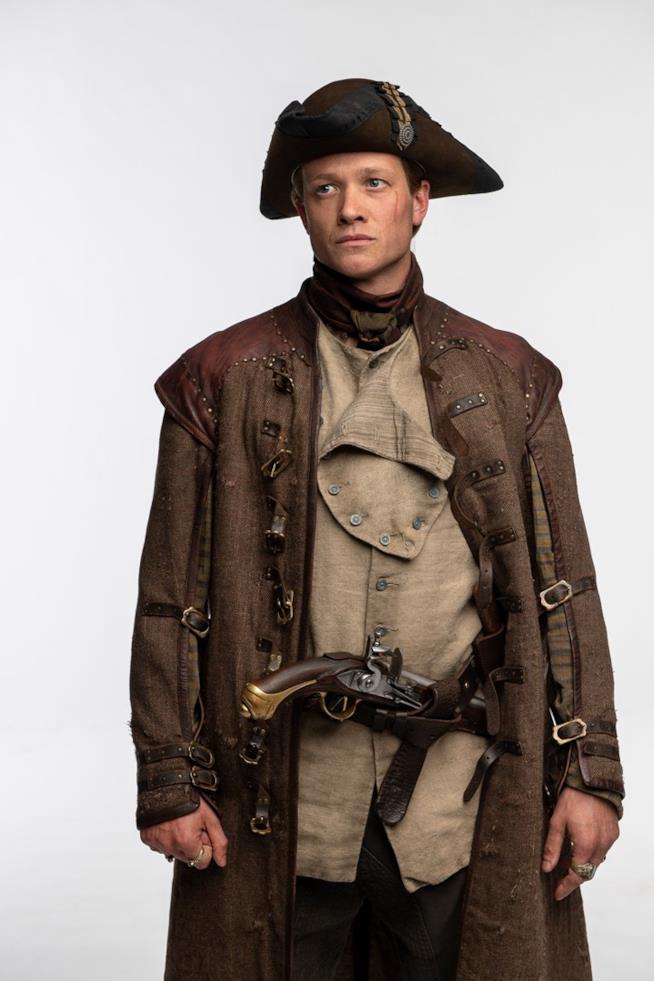 Ed Speleers interpreta il pirata Stephen Bonnet