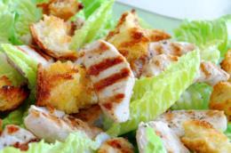 Caesar salad con pollo grigliato