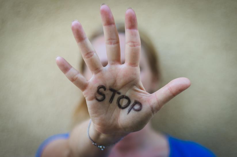Violenza sulle donne: la Sardegna promuove una legge regionale