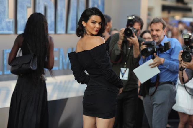 Una splendida Kendall Jenner posa per i fotografi