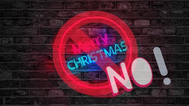 UNsegnale di divieto sull'augurio Merry Christmas