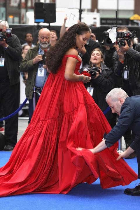 Rihanna posa alla première di Valerian
