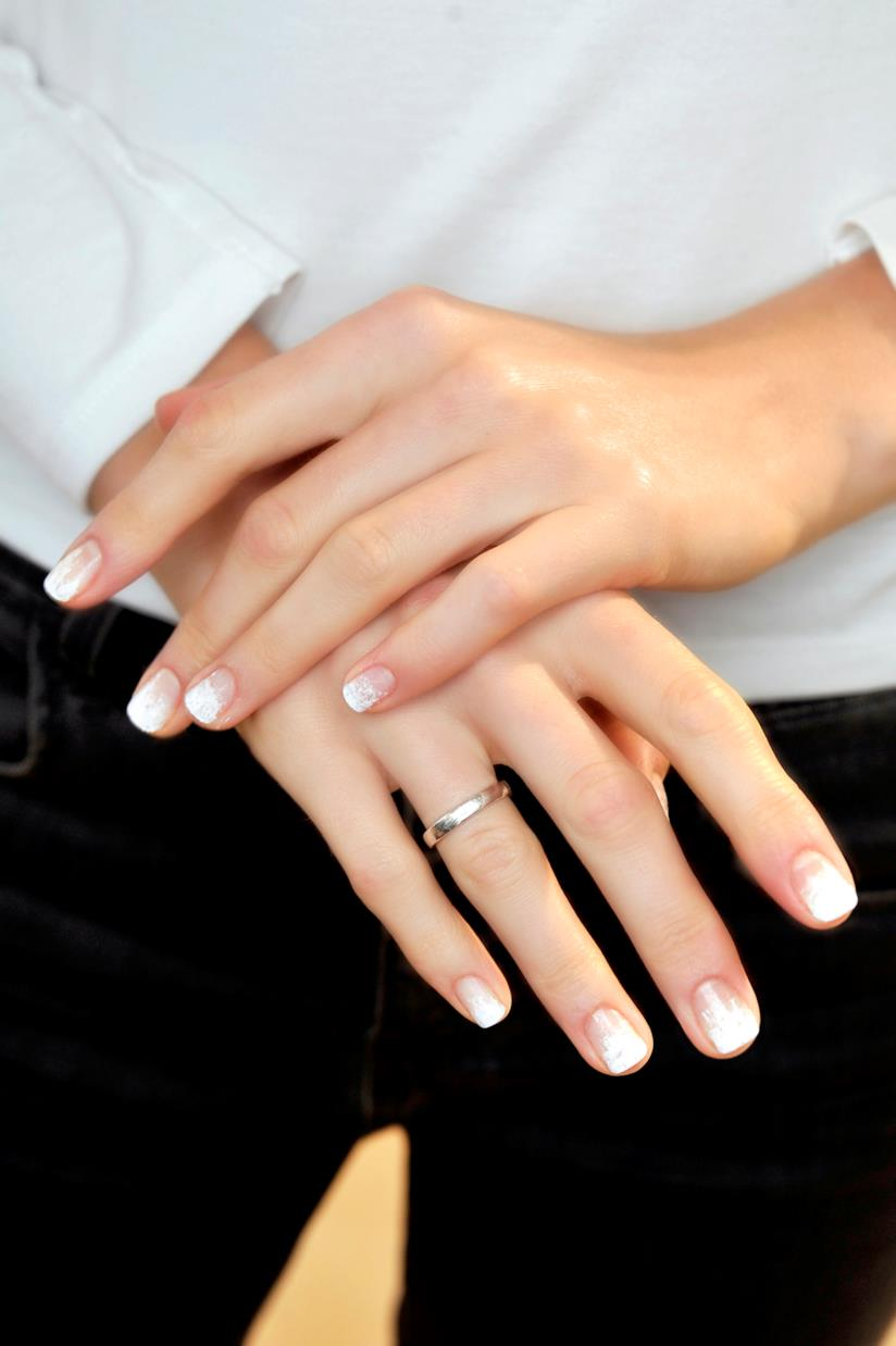 French manicure con unghie bianche