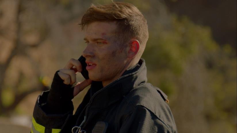 9-1-1: Buck in un'immagine dal secondo episodio di 9-1-1