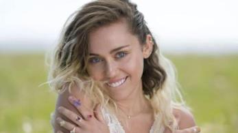 Miley Cyrus nel videoclip di Malibu