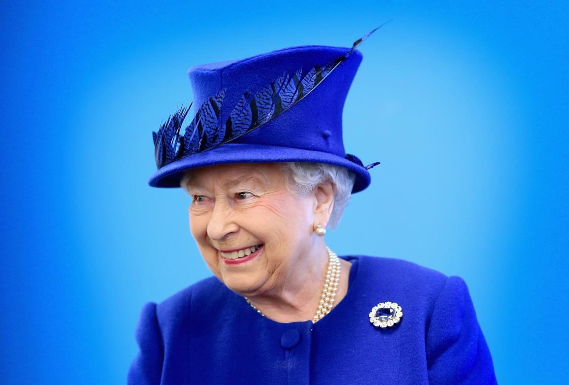 Regina Elisabetta in blu