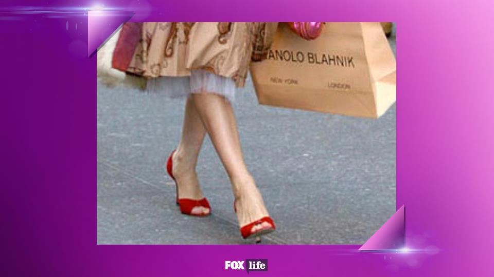 10. L'unica scarpa possibile è quella con il tacco. Meglio se Manolo Blahnik, ovviamente.