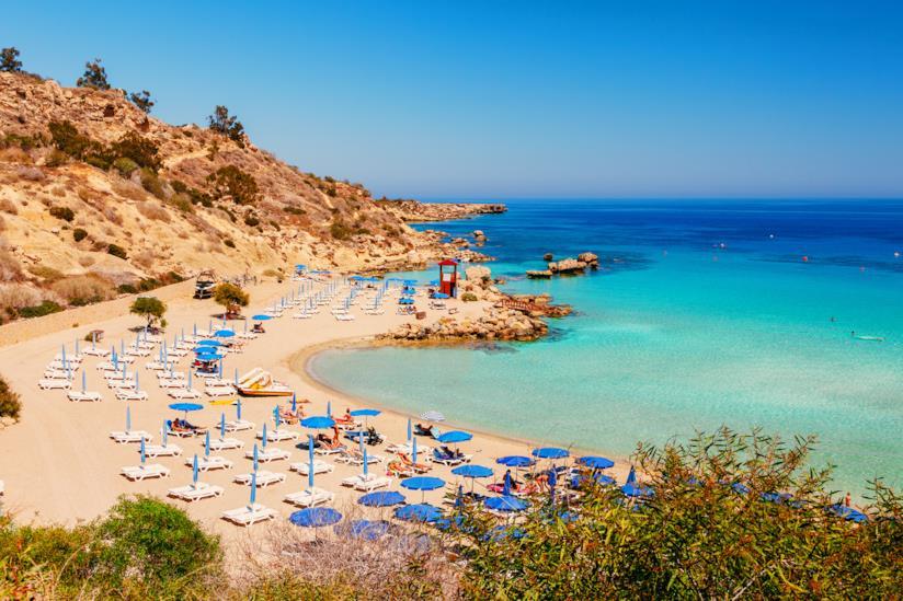 Il mare caraibico di Nissi Beach a Cipro