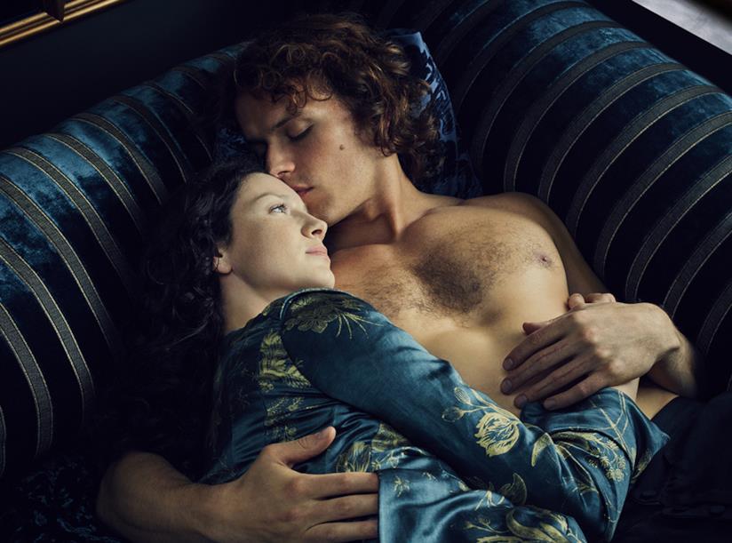 Gli attori Caitriona Balfe e Sam Heughan sul set della seconda stagione di Outlander