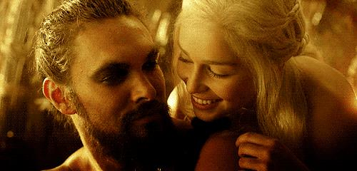 Scene d'amore tra Drogo e Khaleesi