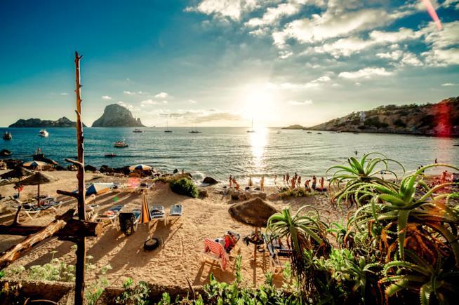 Ponte del 25 Aprile: 10 mete incantevoli dove rilassarvi: mare ad Ibiza