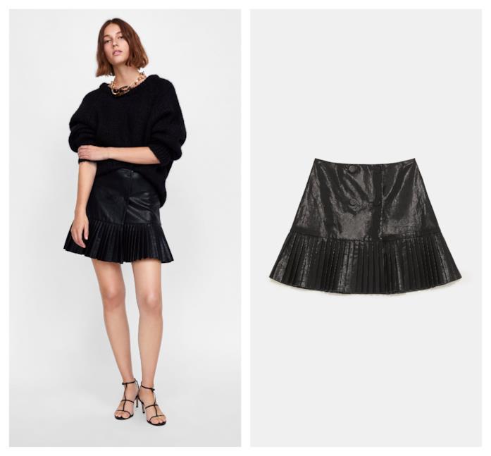 In similpelle nera la minigonna plissettata per l'A/I 2018-19