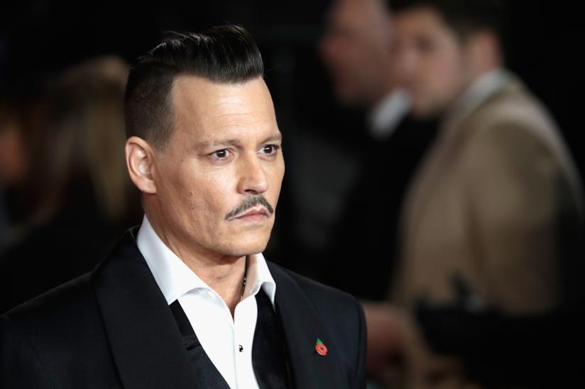 Un intenso primo piano di Johnny Depp
