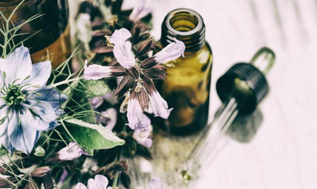 Boccetta di olio essenziale con erogatore