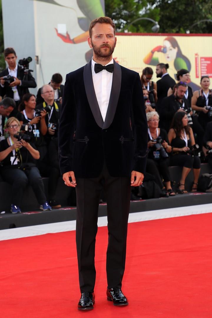 Alessandro Borghi sul red carpet di Venezia 75