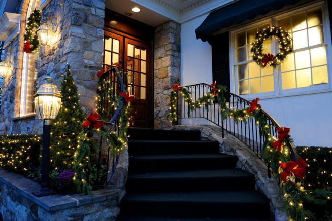 Addobbi e decorazioni di natale idee per la casa for Alberelli da esterno