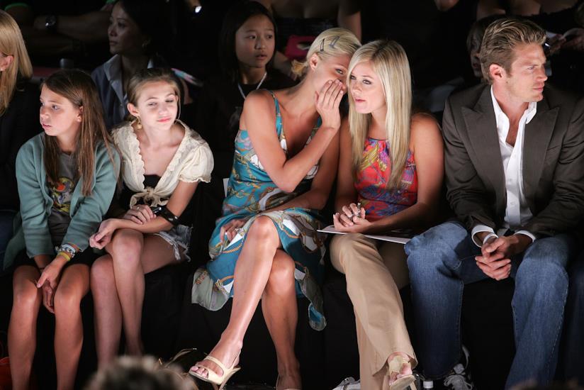 Paris Hilton bisbiglia alla fashion week