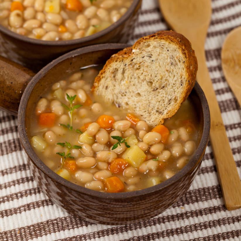 Ciotola con legumi e pane