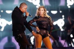 Jay Z e Beyoncé sul palco del Twickenham Stadium a Londra