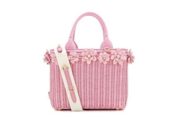La borsa di paglia rosa di Prada