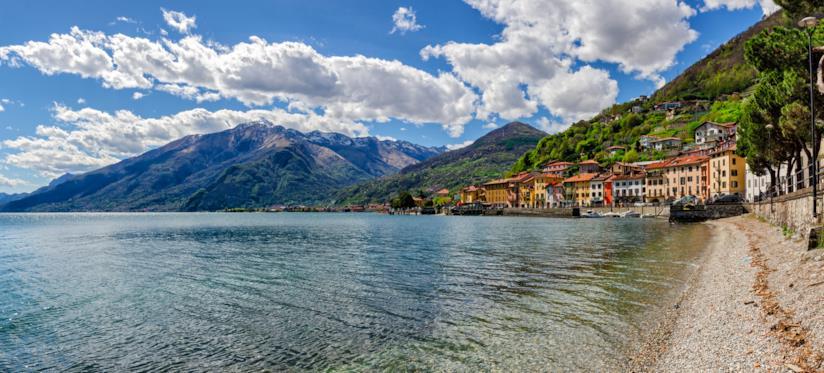 Le case di Domaso che si affacciano sul lago