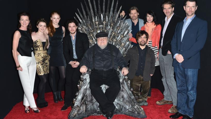 George R.R. Martin e il cast di Game of Thrones