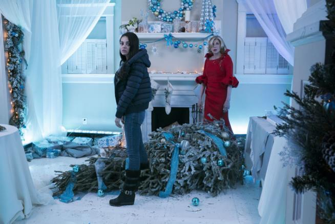 Un foto di scena tratta da Bad Moms 2