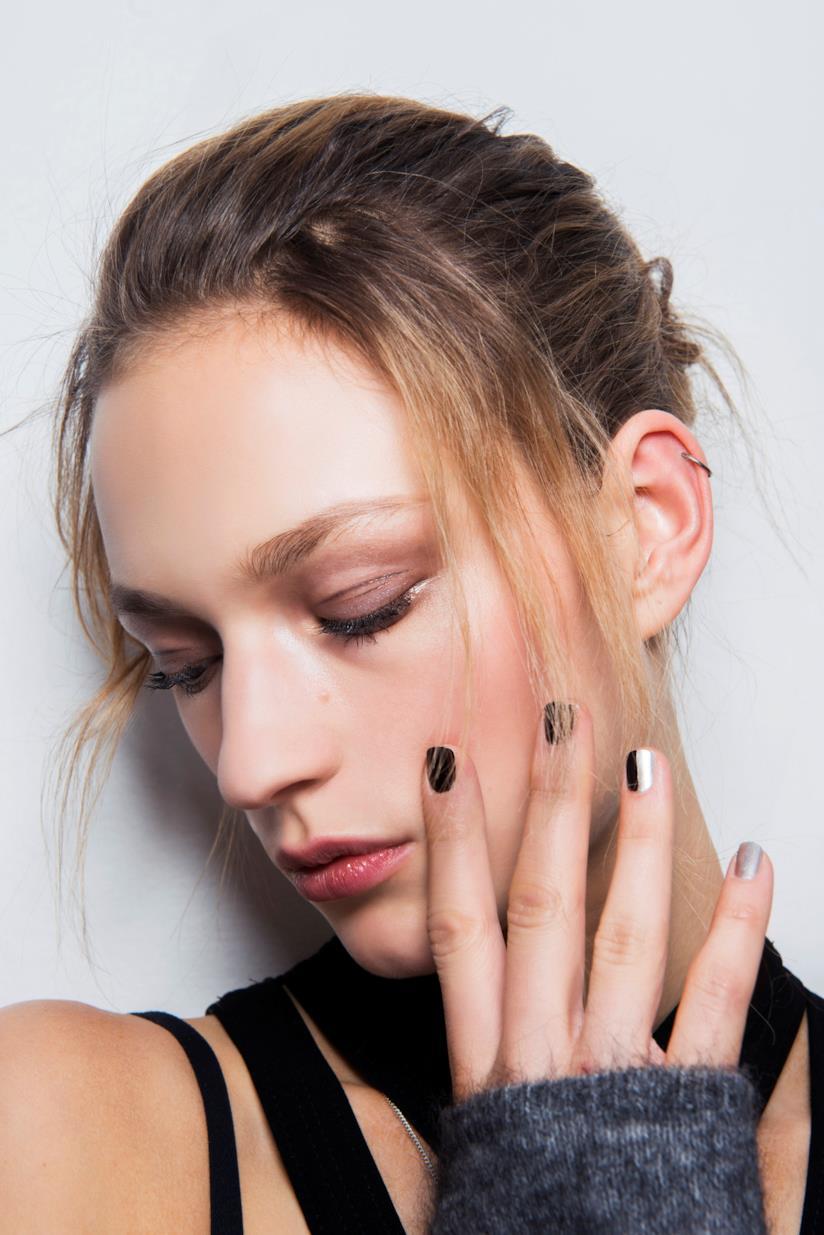 Nail art in gel nero e argento