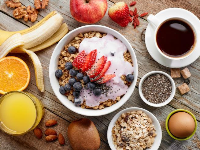 La colazione ideale per gli sportivi vede frutta e cerali al primo posto