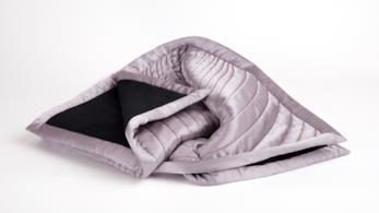 La coperta del brand Thinx da usare durante il ciclo