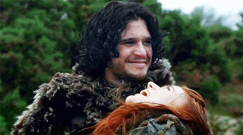 Jon Snow e Ygritte che ridono