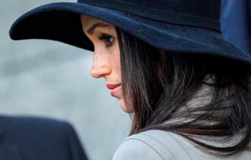Meghan Markle con un cappello in primo piano