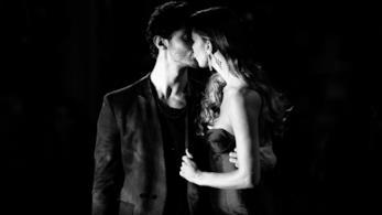 Stefano De Martino e Belen si baciano