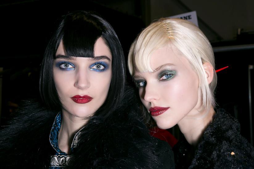 Due ragazze con frangia