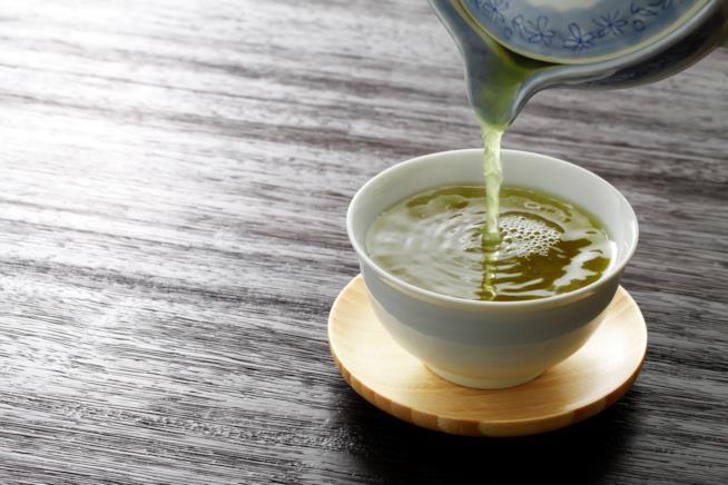Tazza di tè verde in primo piano