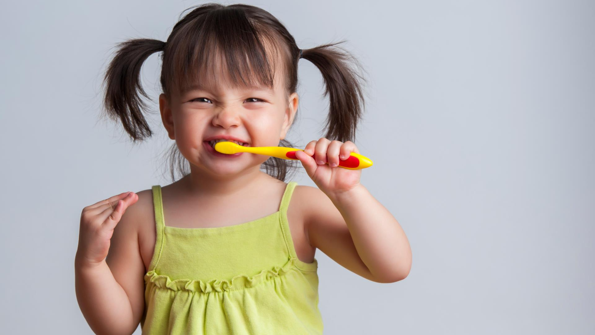 Bambino 6 Anni Non Ascolta.Come Far Lavare I Denti Ai Bambini I Consigli Di Tata Roberta