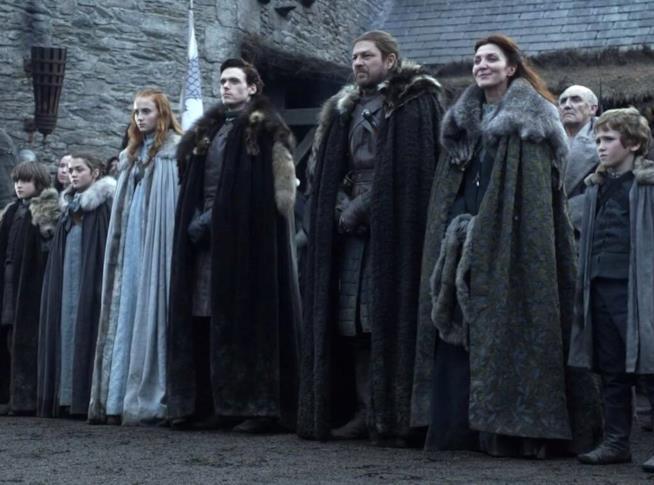 Scena di un episodio di Il trono di spade con la famiglia Stark