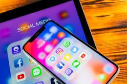 Dei dispositivi con le applicazioni dei maggiori social network.