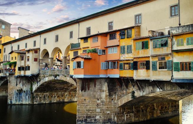 Caratteristica vista del Ponte Vecchio