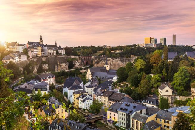 Il centro di Lussemburgo illuminato dal tramonto