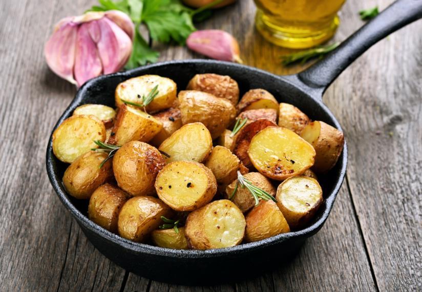 Delle patate cotte in tegame