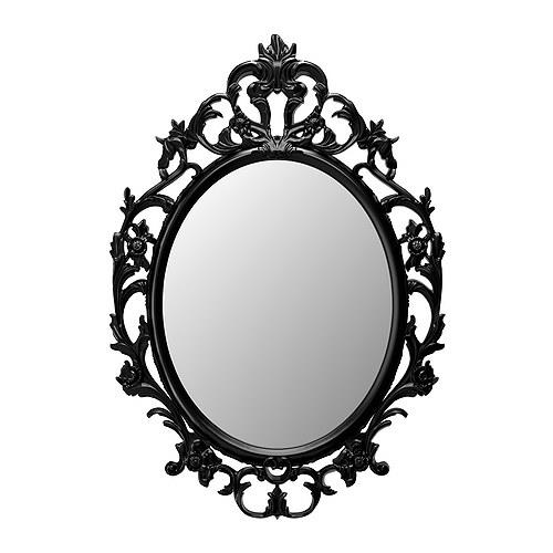Lo specchio da villain di IKEA