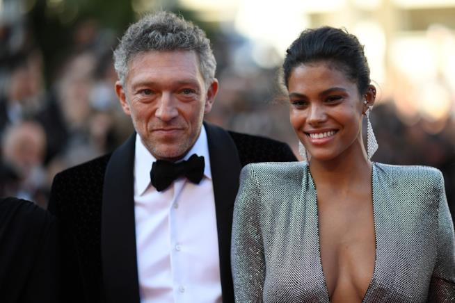 Vincent Cassel con Tina Kunakey