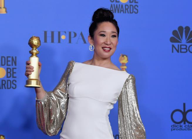 Sandra Oh con il suo Golden Globe