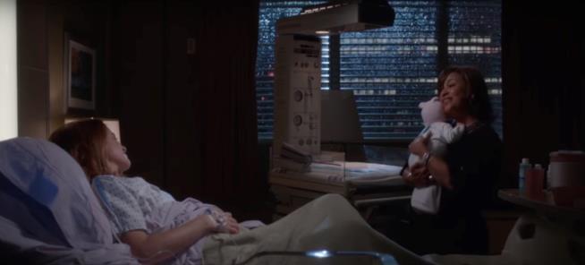 Catherine nella stanza di ospedale di April Kepner